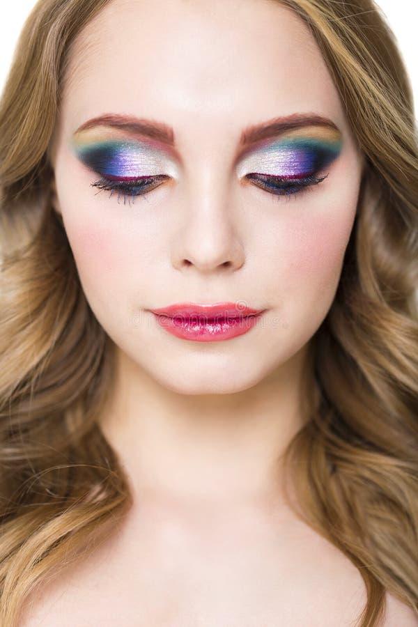 Porträt eines schönen jungen blonden Modells mit hellem bilden lizenzfreie stockfotos