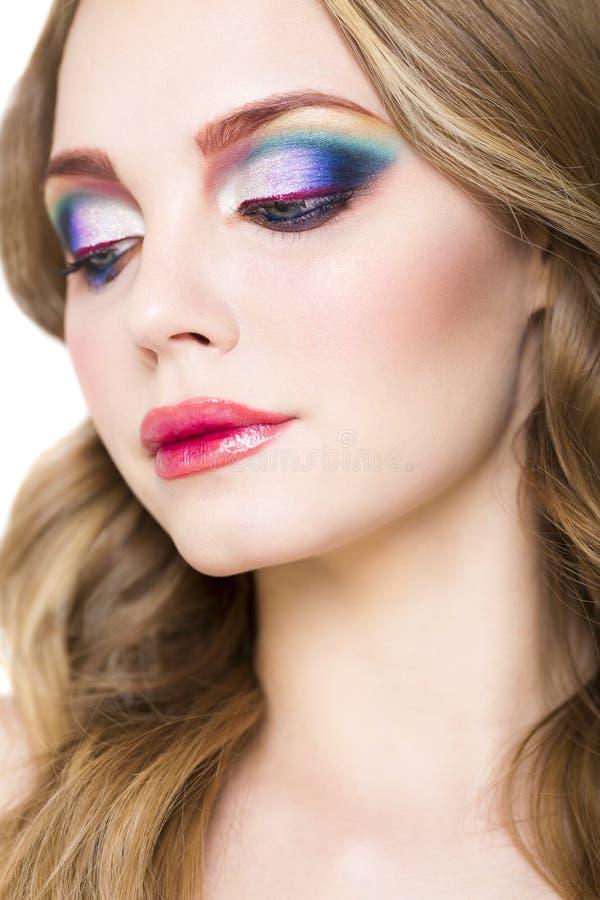 Porträt eines schönen jungen blonden Modells mit hellem bilden stockbild