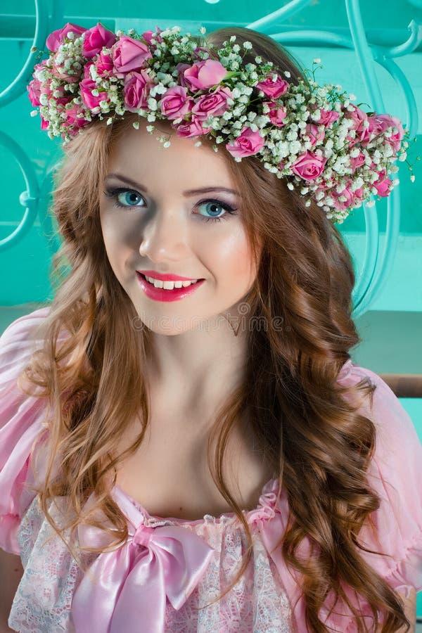 Porträt eines schönen jungen Mädchens lizenzfreies stockfoto