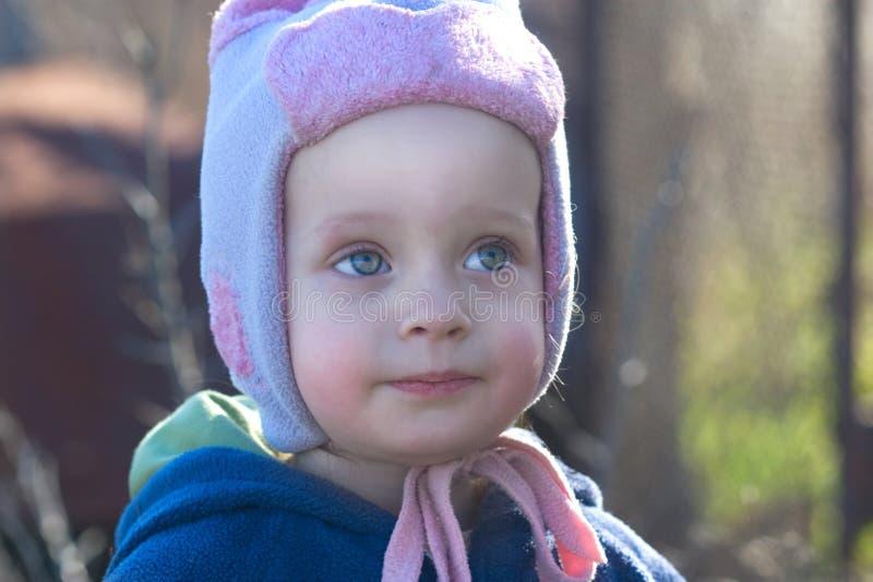 Porträt eines schönen kleinen Mädchens lizenzfreie stockbilder