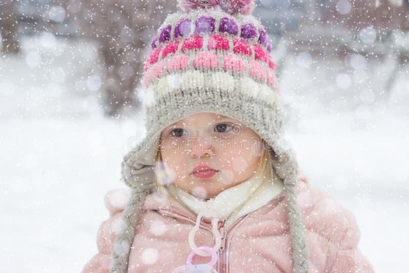 Porträt eines schönen Kleinkindes stockfotografie