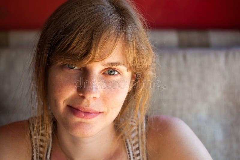 Porträt eines schönen Mädchens lizenzfreies stockbild