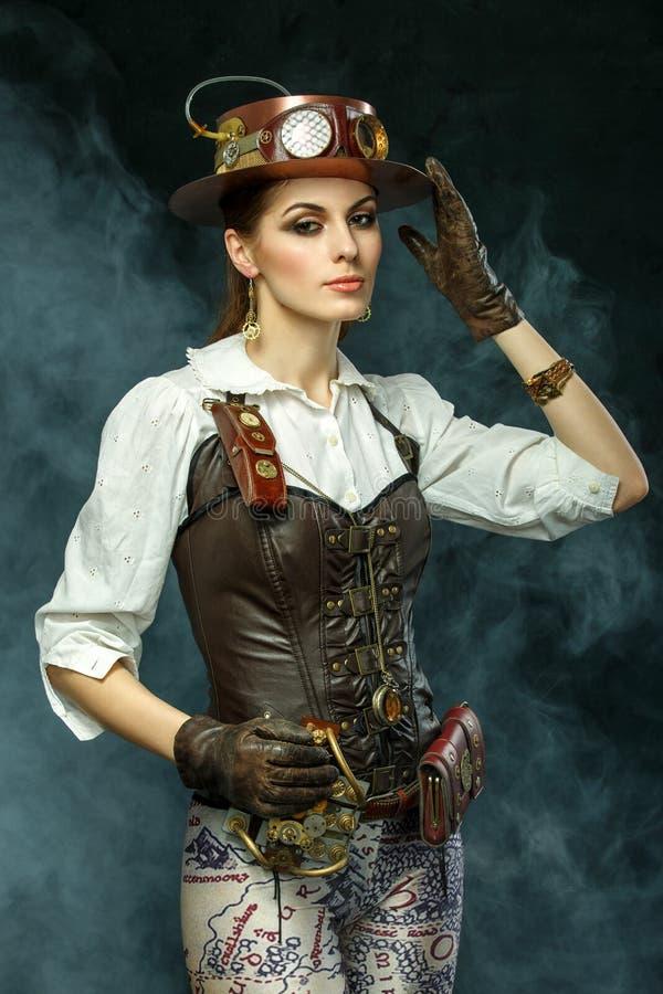 Porträt eines schönen steampunk Mädchens stockbilder