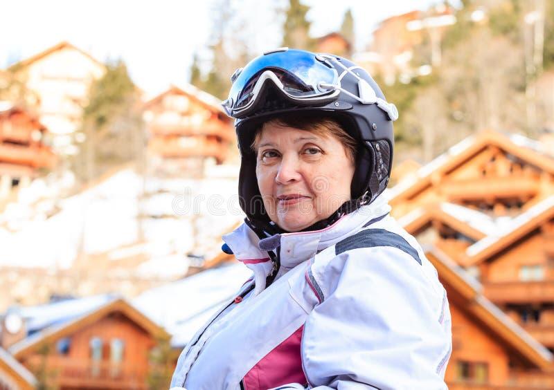 Porträt eines Skifahrers lizenzfreies stockbild