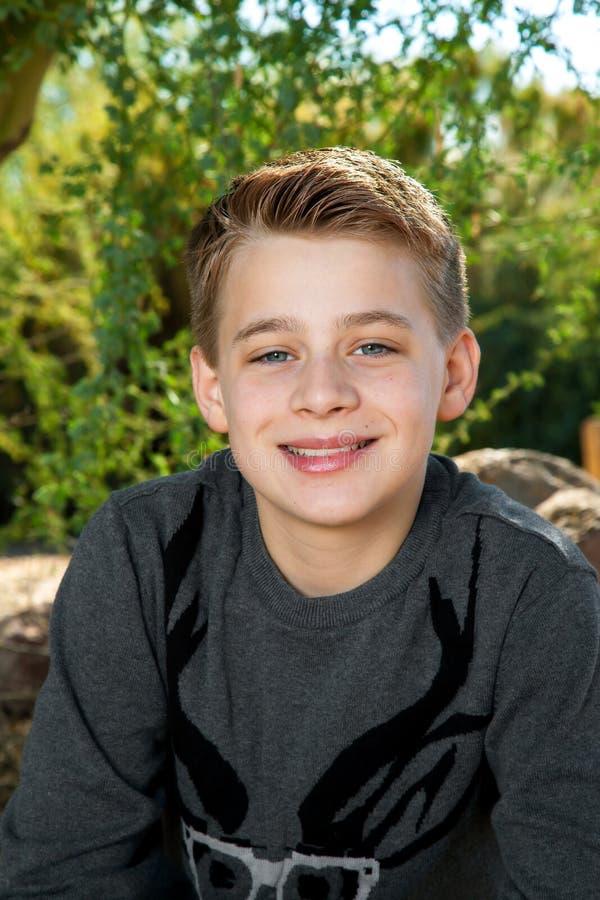 Porträt eines Tween-Jungen lizenzfreie stockbilder