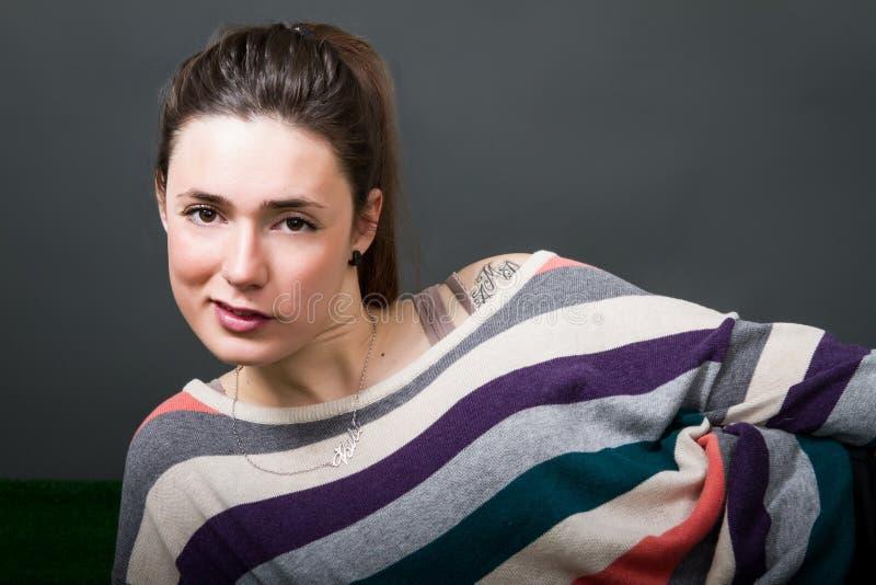 Porträt für eine nette Frau stockbild