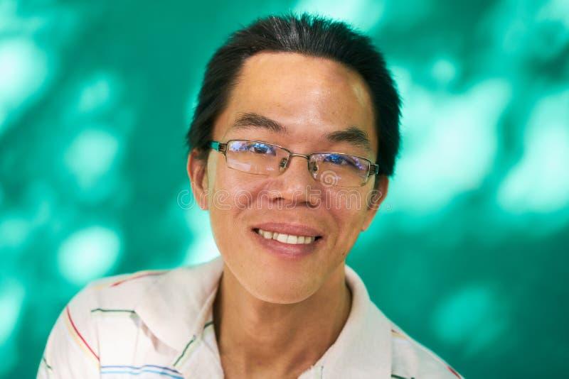 Porträt-glücklicher chinesischer junger Mann-Asiat Guy Smiling lizenzfreie stockfotos