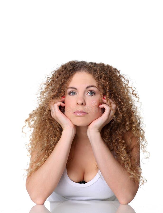 Porträt Händchenhaltens einer des netten Frau unter Kinn stockfoto