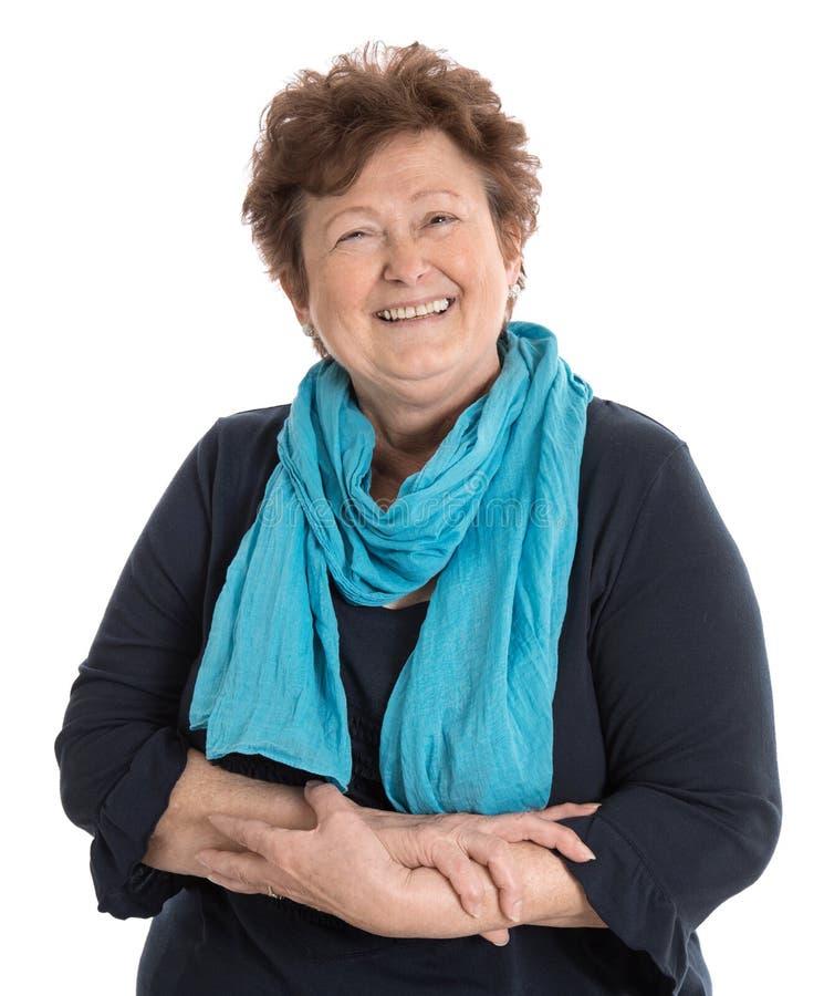 Porträt: Lokalisiertes glückliche Pensionärfrau tragendes Blau und turquo lizenzfreie stockfotos