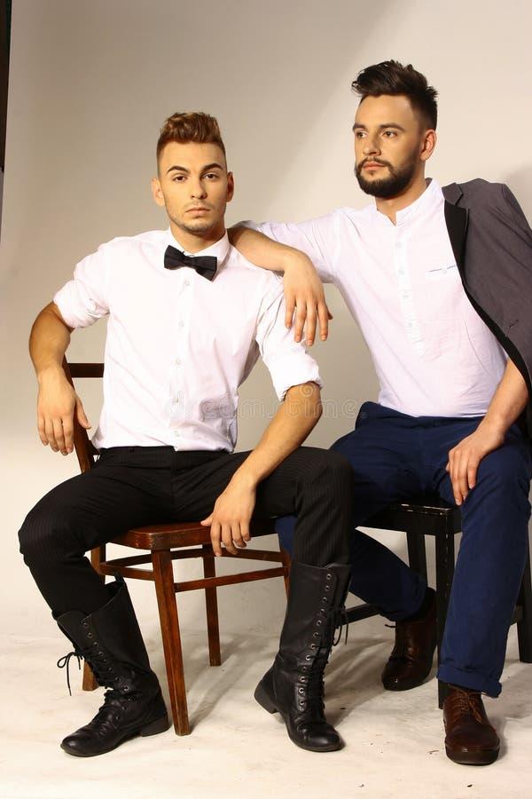 Porträt mit zwei Männern mit hairdress lizenzfreies stockfoto