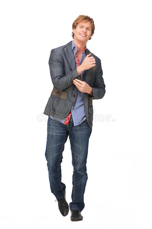 Porträt in voller Länge eines junger Mann-Lächelns lizenzfreie stockbilder