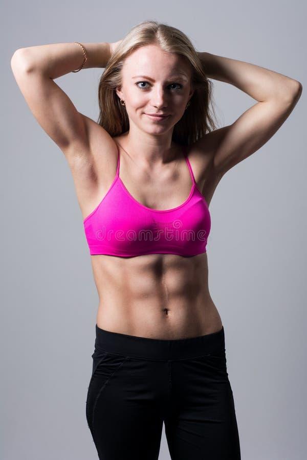 Porträt von Athleten eines schönen Mädchens stockfotos