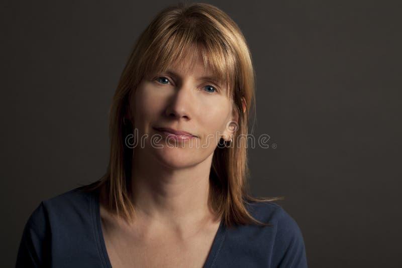 Porträt von attraktivem blondem stockfotos
