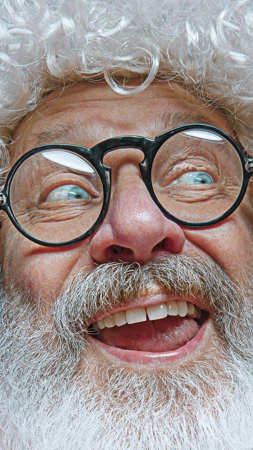 Porträt von glücklicher Santa Claus Weihnachtsfeierkonzept lizenzfreies stockfoto
