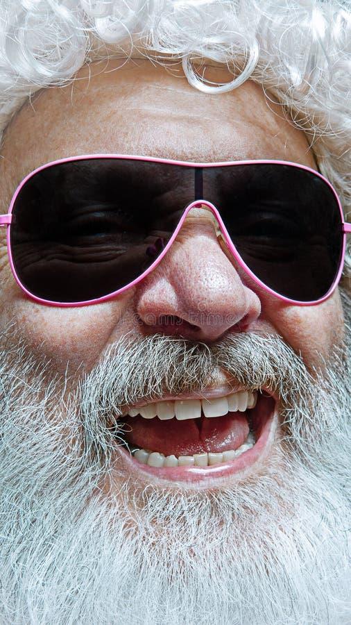 Porträt von glücklicher Santa Claus Weihnachtsfeierkonzept stockbilder
