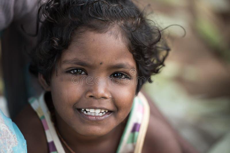 Porträt von indischen Kindern im lokalen Morgenmarkt bei Hospet, Ka lizenzfreie stockfotografie