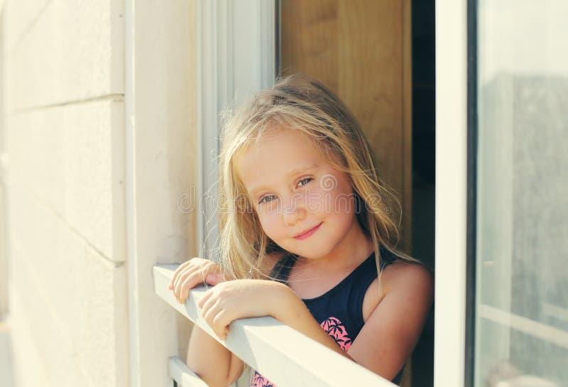 Porträt von 5 Jahren alten Mädchen stockfotos