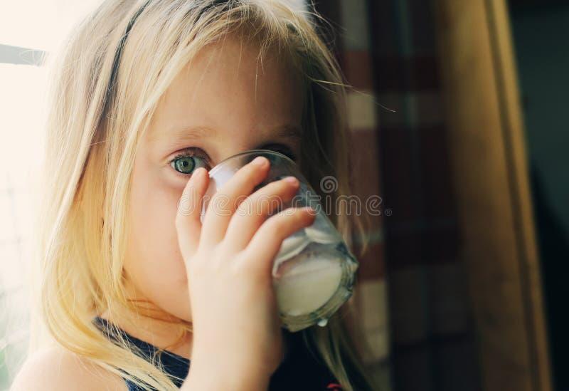 Porträt von 5 Jahren alten Mädchen lizenzfreie stockbilder