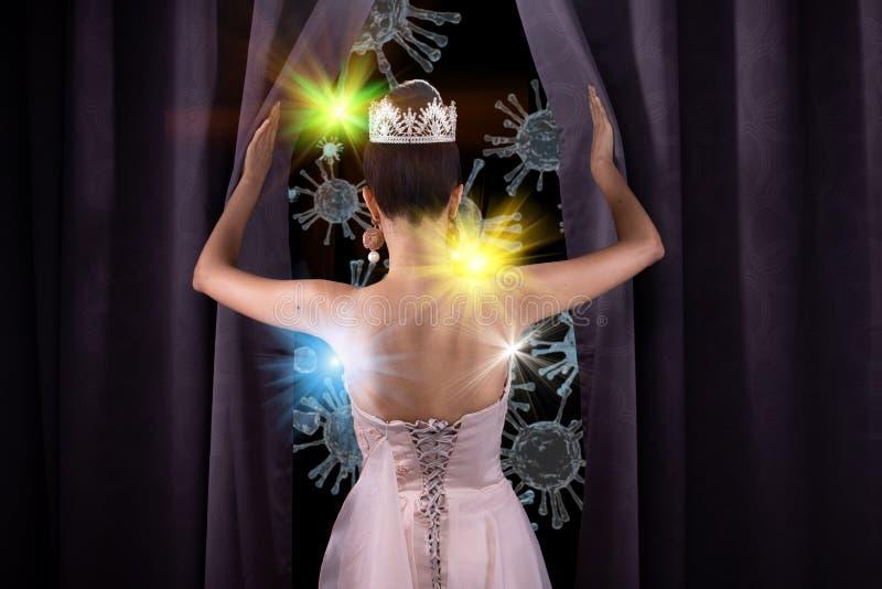 Porträt von Miss Beauty Pageant Contest öffnet Vorhang lizenzfreie stockbilder