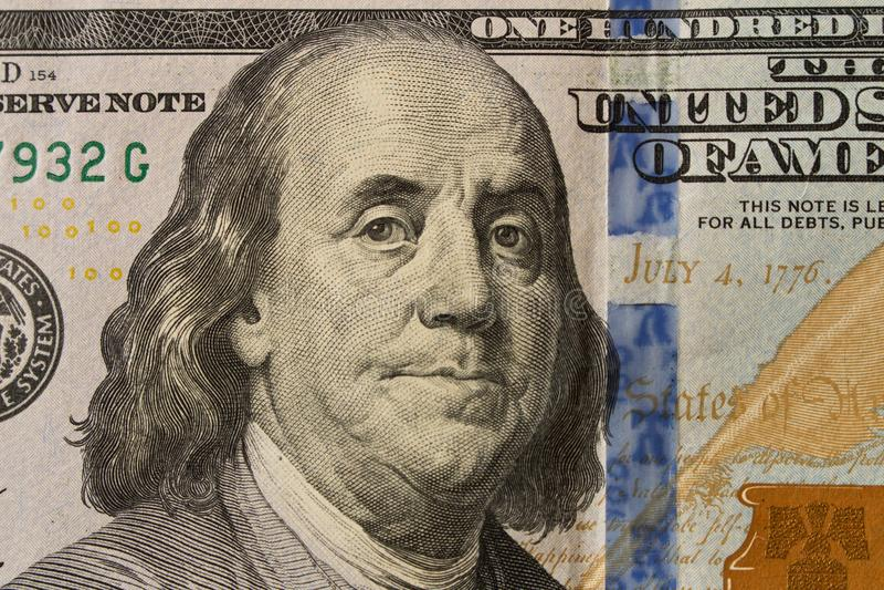 Porträt von Präsidenten Benjamin Franklin auf 100 Dollarschein clo lizenzfreie stockfotos