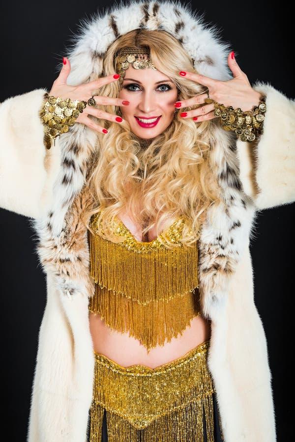 Porträt von schönen Blondinen lizenzfreie stockbilder
