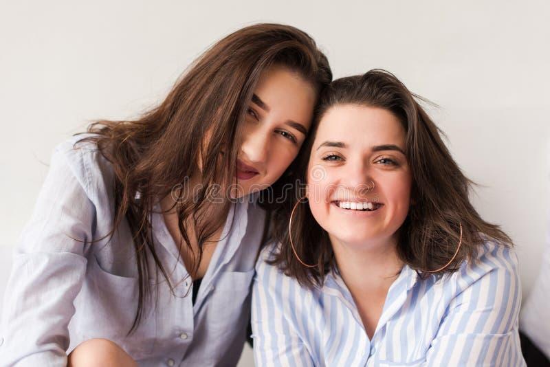 Lesbische Leidenschaft Zwischen Zwei Schönen Girls