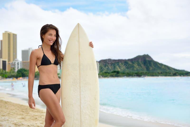 Porträt Waikiki-Strandes Spaß des Surfers surfenden stockbild