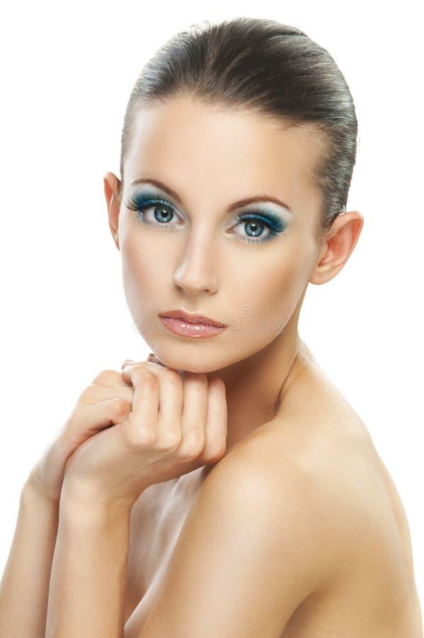 Porträtfrau mit blanken Schultern stockfoto