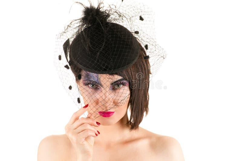 Porträtfrau mit hellem Make-up mit Schleier stockbild