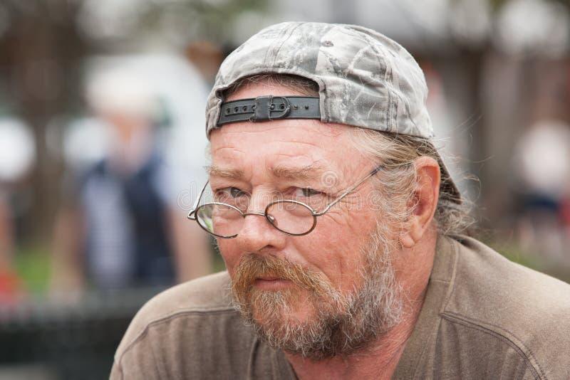 Porträtobdachlose bemannen lizenzfreie stockfotografie