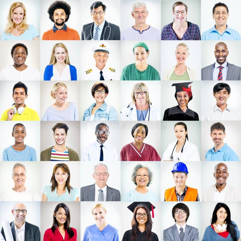 Porträts von multiethnischen Mischbesetzungs-Leuten lizenzfreie stockfotos