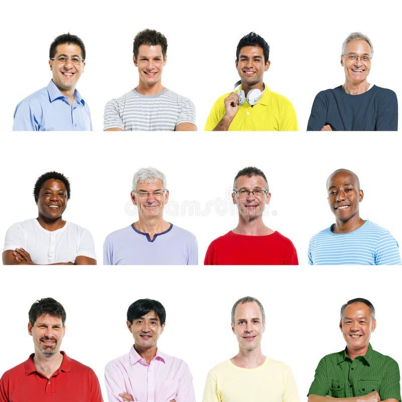 Porträts von multiethnischen verschiedenen netten Männern stockbild