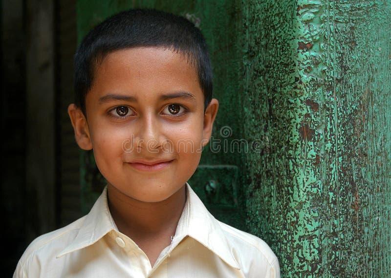 Porträtt av en pojke i Peshawar, Pakistan arkivbilder