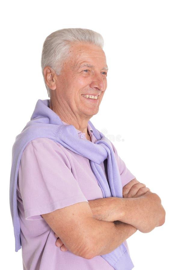 Portr?t des ?lteren Mannes aufwerfend auf wei?em Hintergrund lizenzfreie stockfotografie