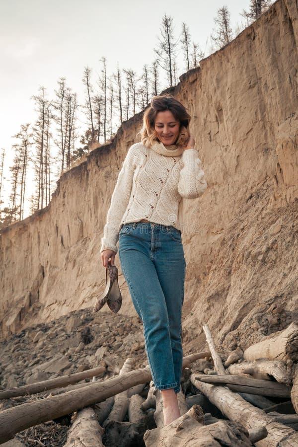 Portr?t einer sch?nen jungen kaukasischen Frau stockfotos