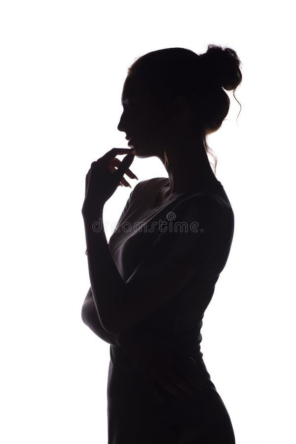 Portr?tprofil des sch?nen M?dchens mit dem handverlesenen Haar, des Schattenbildes einer Frau auf einem wei?en lokalisierten Hint lizenzfreie stockfotos