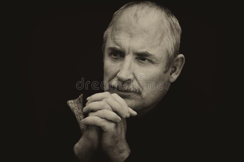 Portrair do homem caucasiano pensativo fotografia de stock