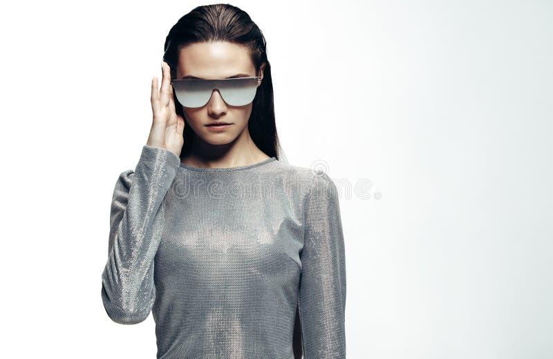 Portrait à la mode de mode d'une femme image stock