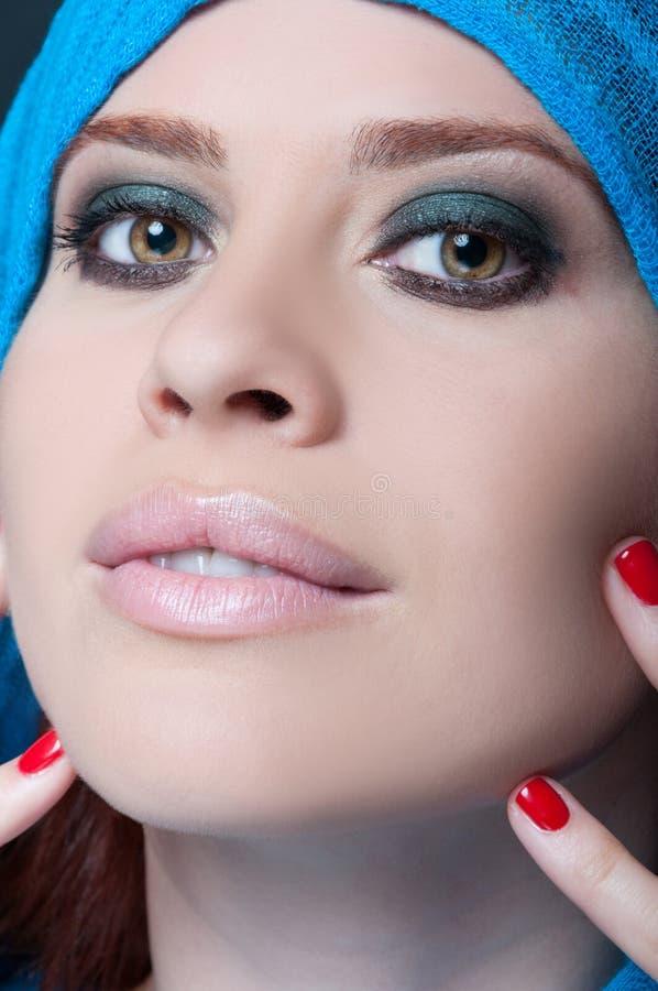 Portrait à la mode de plan rapproché de modèle magnifique photo libre de droits