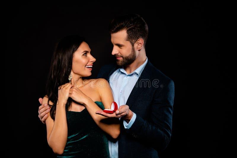 Portrait à lui il elle elle belle âme pour deux personnes gaie gaie de luxe attrayante fascinante magnifique jolie images stock