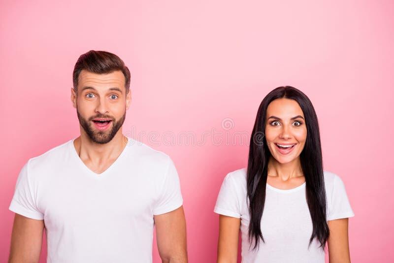 Portrait à lui il elle elle deux beaux heureux enthousiastes de charme attrayants jolis ravis s'est demandé gai gai image stock