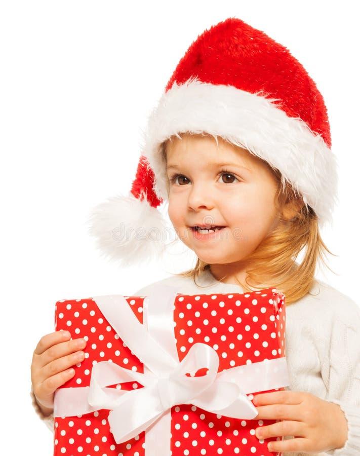 Portrait étroit de fille heureuse avec le présent photographie stock