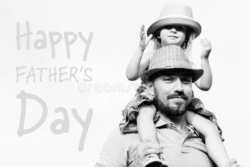 Portrait adorable de fille et de père, concept de jour du ` s de père images stock