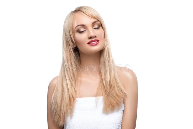 Portrait adulte d'une femme, concept des soins de la peau, belle peau Portrait de photo d'une fille sur un fond blanc beauté photographie stock