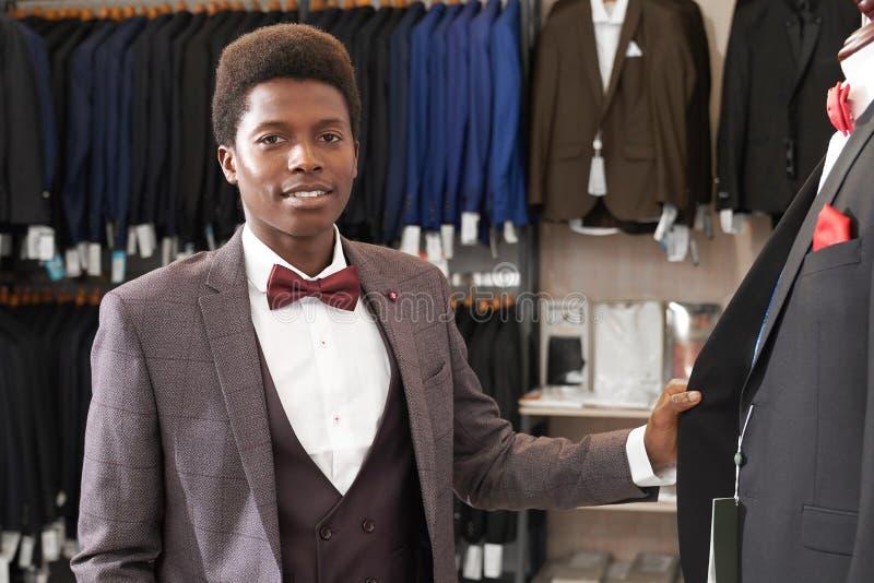 Portrait of african man in fashionable boutique image libre de droits