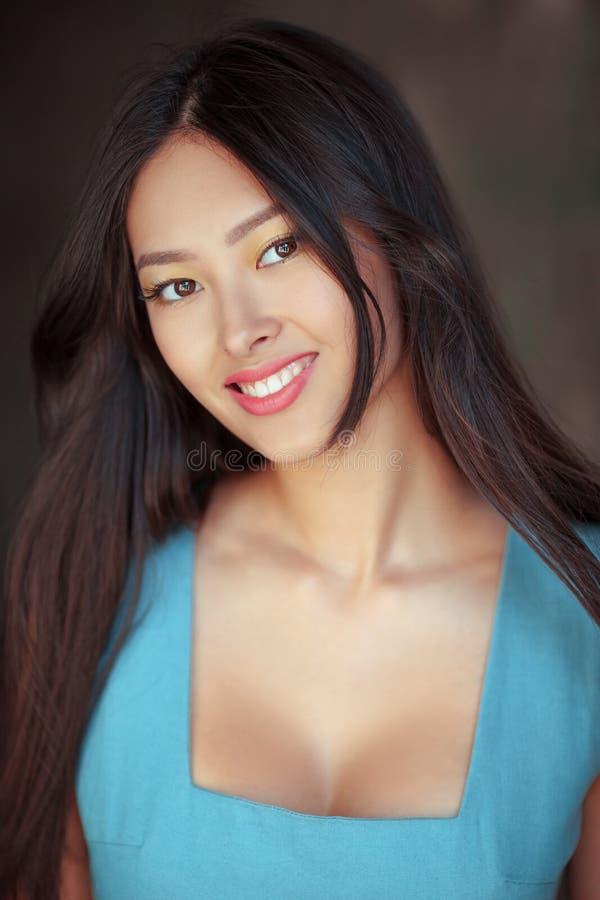Portrait asiatique de sourire de femme image stock