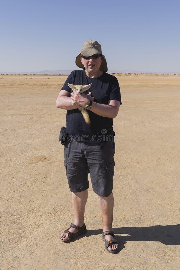 Portrait avec le renard de désert photographie stock libre de droits