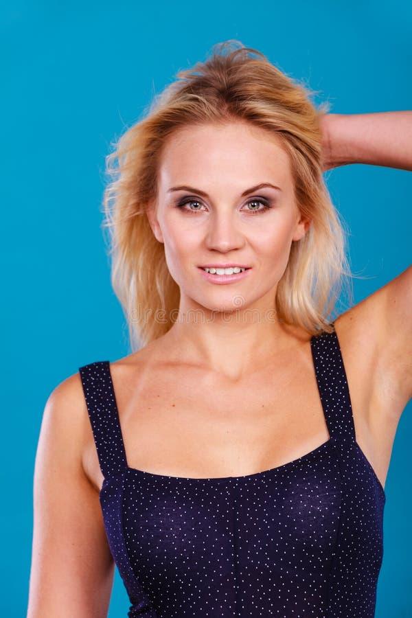 Portrait blond sensuel attrayant de femme adulte images libres de droits