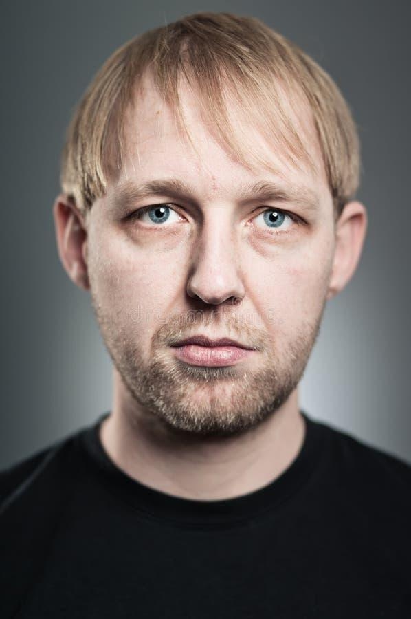 Portrait caucasien d'expression de blanc d'homme photos stock