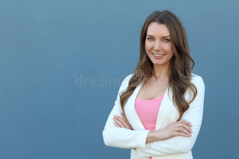 Portrait caucasien réussi sûr de femme d'affaires photographie stock libre de droits